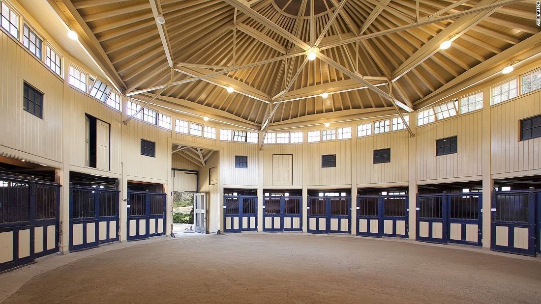 1000  images about stables on Pinterest | Horse barns, Stalls and ...