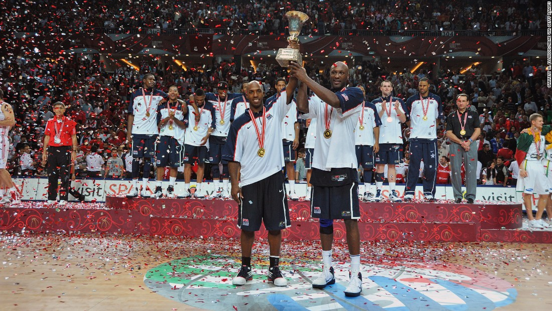 Chauncey Billups, left, and Odom hold a trophy after the U.S. team won at the 2010 World Championships.