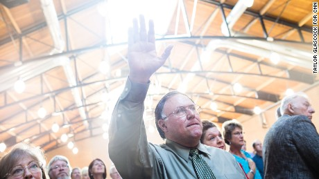 How GOP candidates are reaching out to evangelicals
