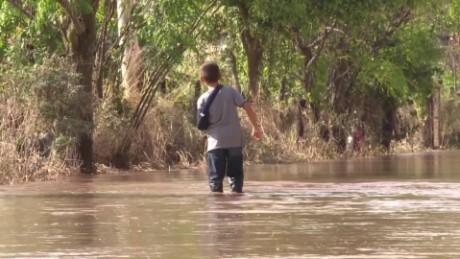 cnnee pkg romo mexico flooded_00025326