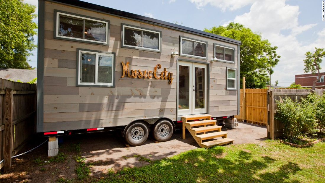 Tiny house rentals for your mini vacation for Tiny vacation homes