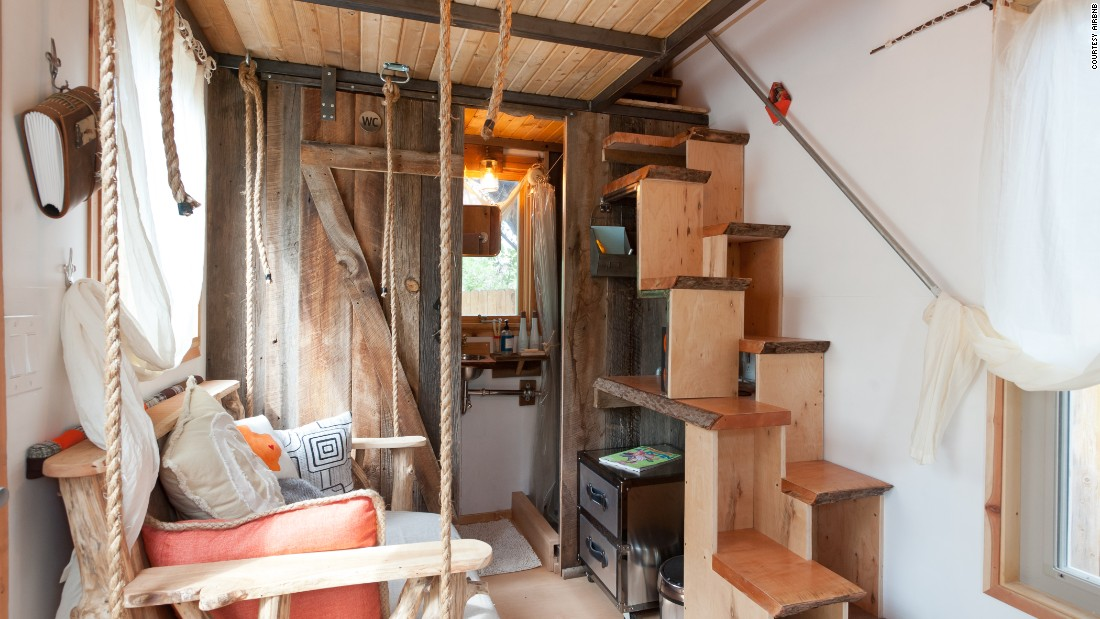 Tiny house rentals for your mini vacation for Tiny house interieur