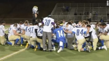 Washington praying coach on leave dnt_00003809