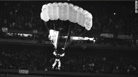 1986 world series mets fan parachute stunt mike sergio intv nr_00002025
