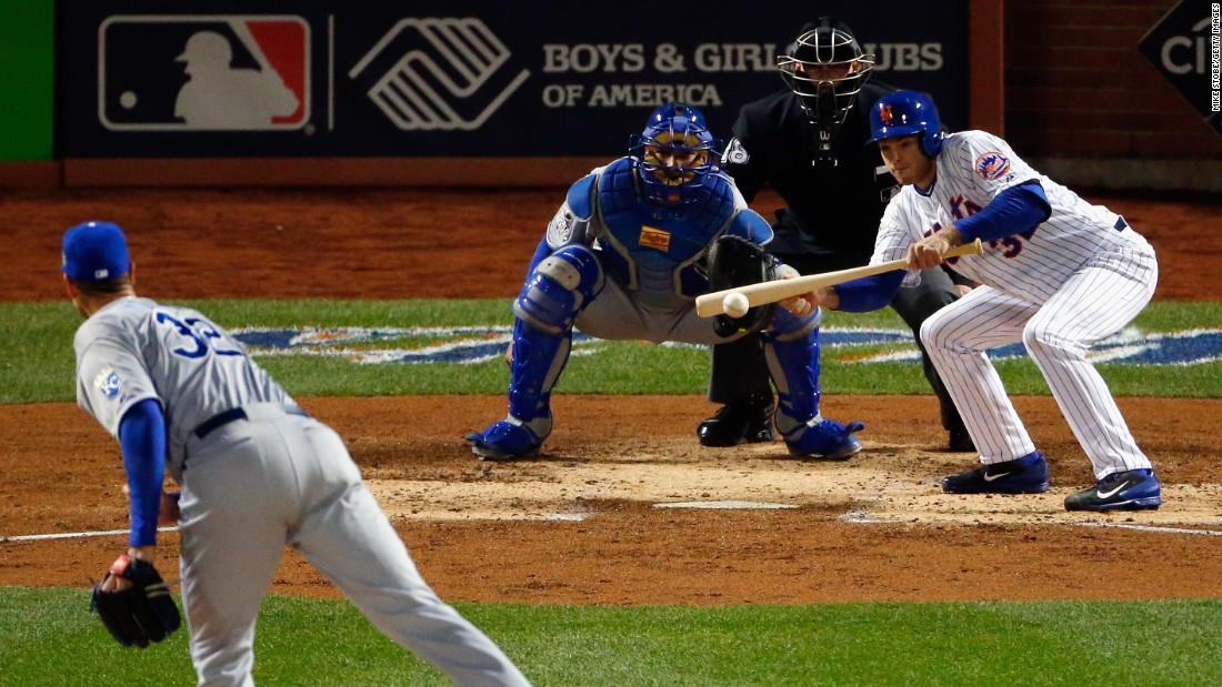 Steven Matz of the Mets lays down a sacrifice bunt in Game 4's third inning against Chris Young of the Royals.