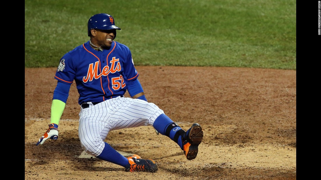 New York Mets Yoenis Cespedes reacts as he fouls the ball off his leg in the sixth inning.