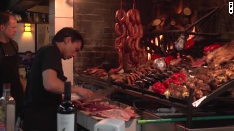 cnnee pkg klein uruguay meat consumption who cancer risk_00000828