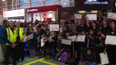 all blacks new zealand airport fans dnt_00003618
