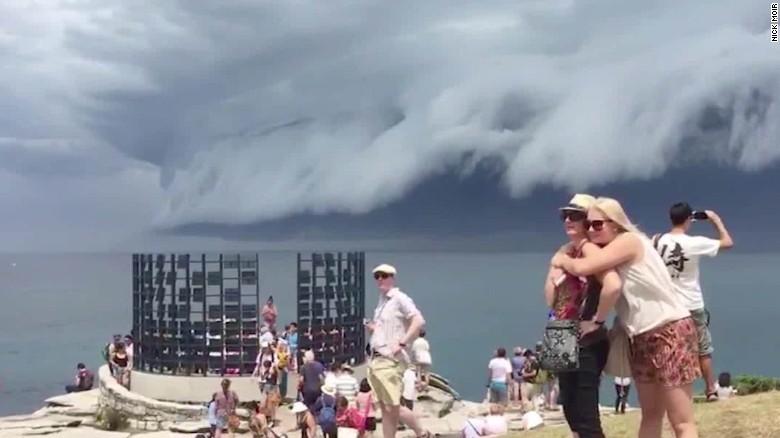 Australians awed by massive shelf cloud