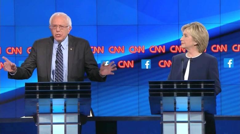 Sanders steps up attacks against Clinton as Iowa nears
