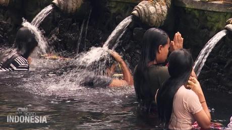 spc on the road indonesia healing power of water_00002605.jpg