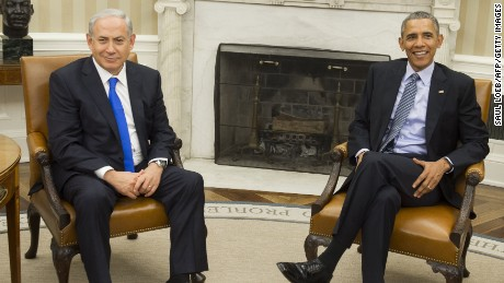 US President Barack Obama(R) and Israeli Prime Minister Benjamin Netanyahu hold a meeting in the Oval Office of the White House in Washington, DC, November 9, 2015.