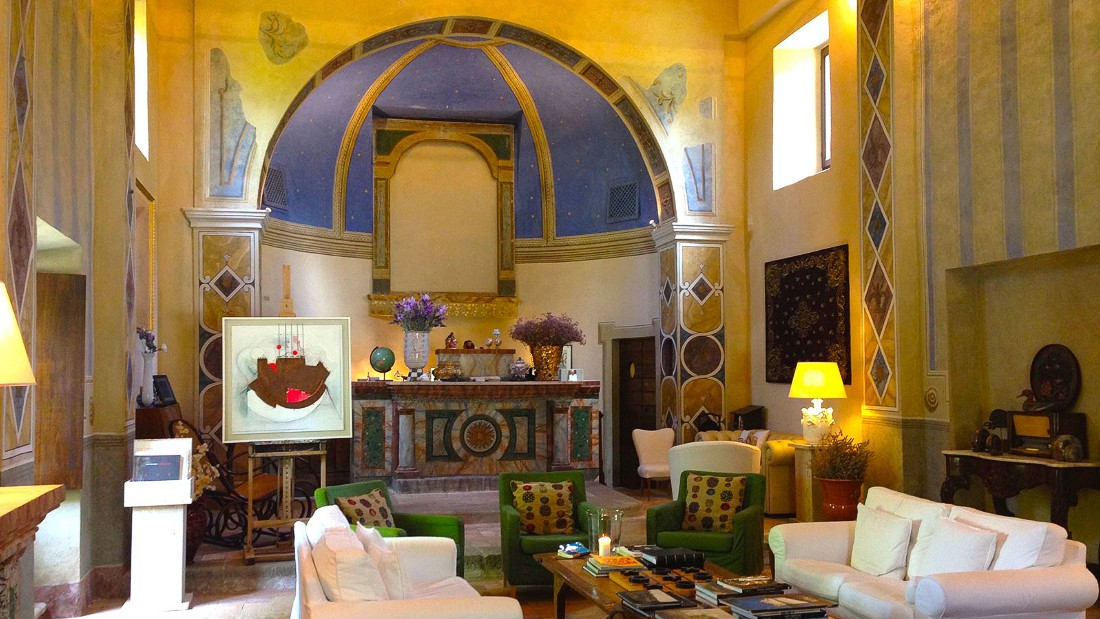 Carpiano Italy  city photos : Guests of Borgo di Carpiano are served cocktails, wines and digestifs ...