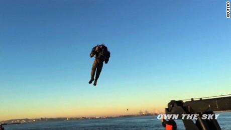 cnnee vo cafe man flies over statue of liberty_00002011