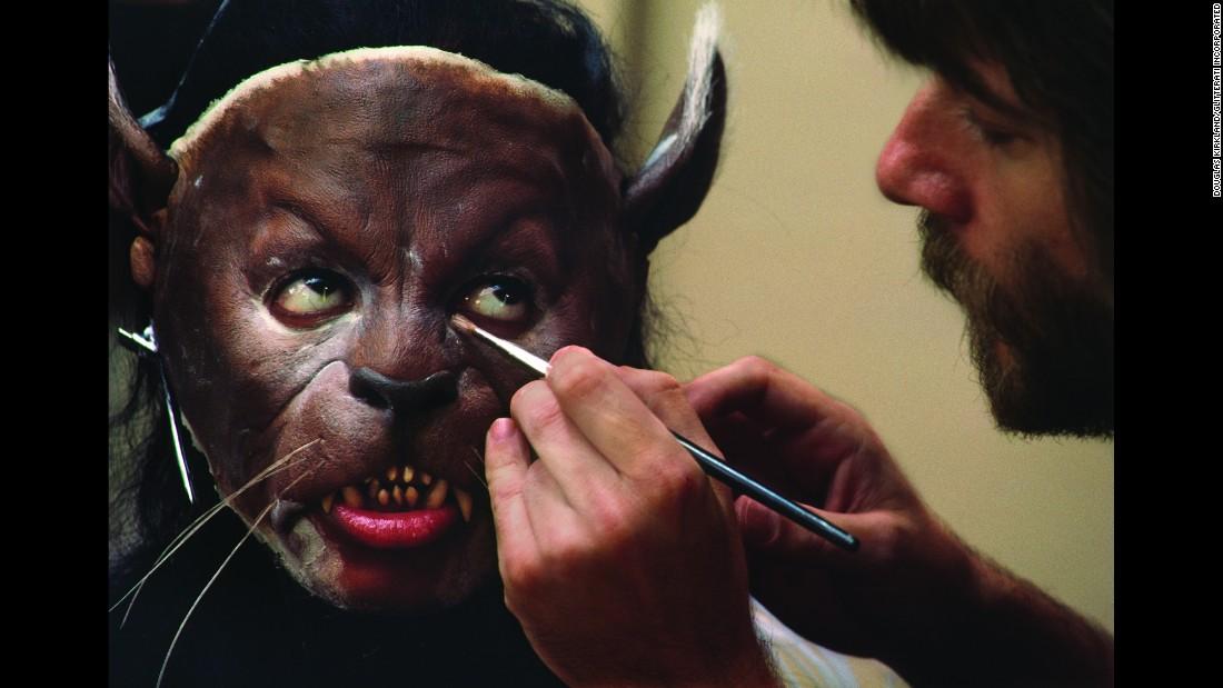 10 photos des coulisses du tournage de Thriller 151113102456-07-tbt-michael-jackson-thriller-restricted-super-169