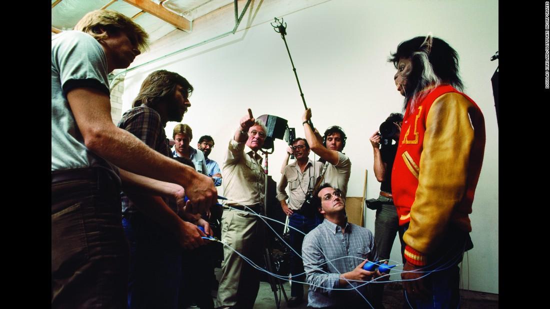 10 photos des coulisses du tournage de Thriller 151113102607-09-tbt-michael-jackson-thriller-restricted-super-169