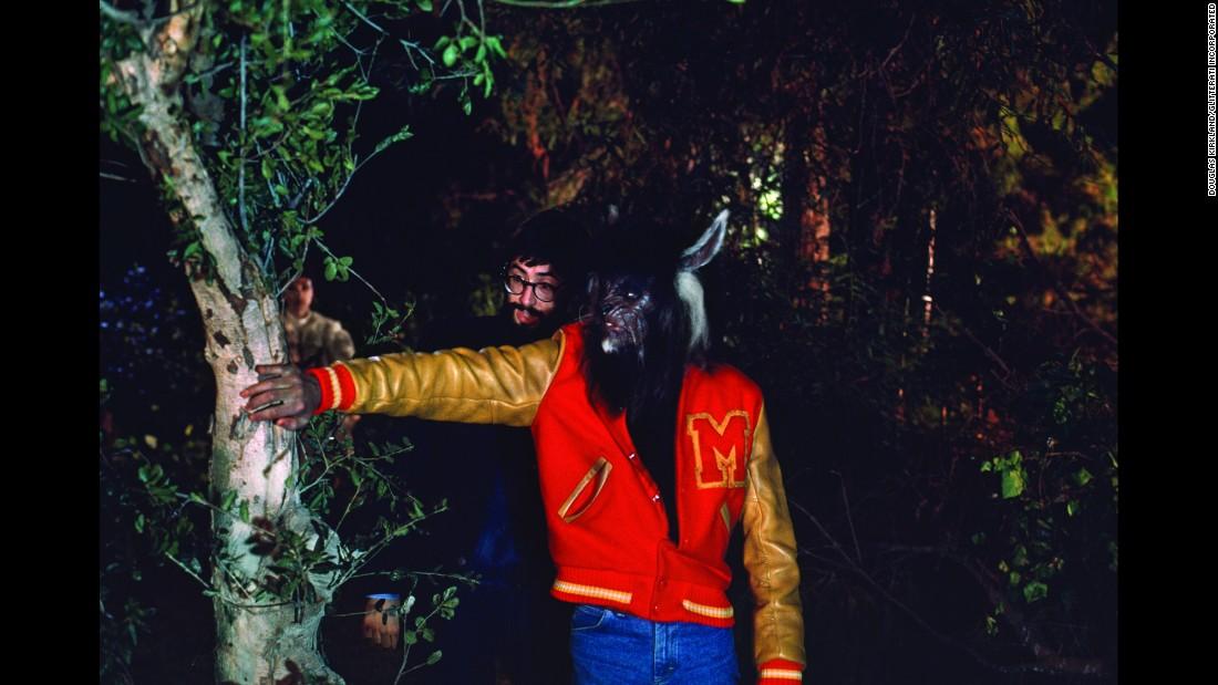 10 photos des coulisses du tournage de Thriller 151113102655-10-tbt-michael-jackson-thriller-restricted-super-169
