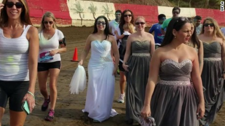 bride destroys wedding dress engagement ends pkg_00002524.jpg