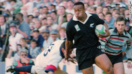 New Zealand All Blacks winger Jonah Lomu on his way to score the opening try in the Rugby World Cup semifinal at Newlands in Cape Town, South Africa, on June 18, 1995.