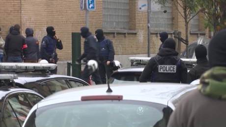 Paris attacks security fail Robertson pkg_00013328