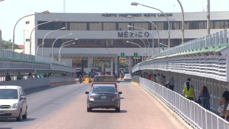 cnnee pkg rodriguez mexicans return from france_00004314