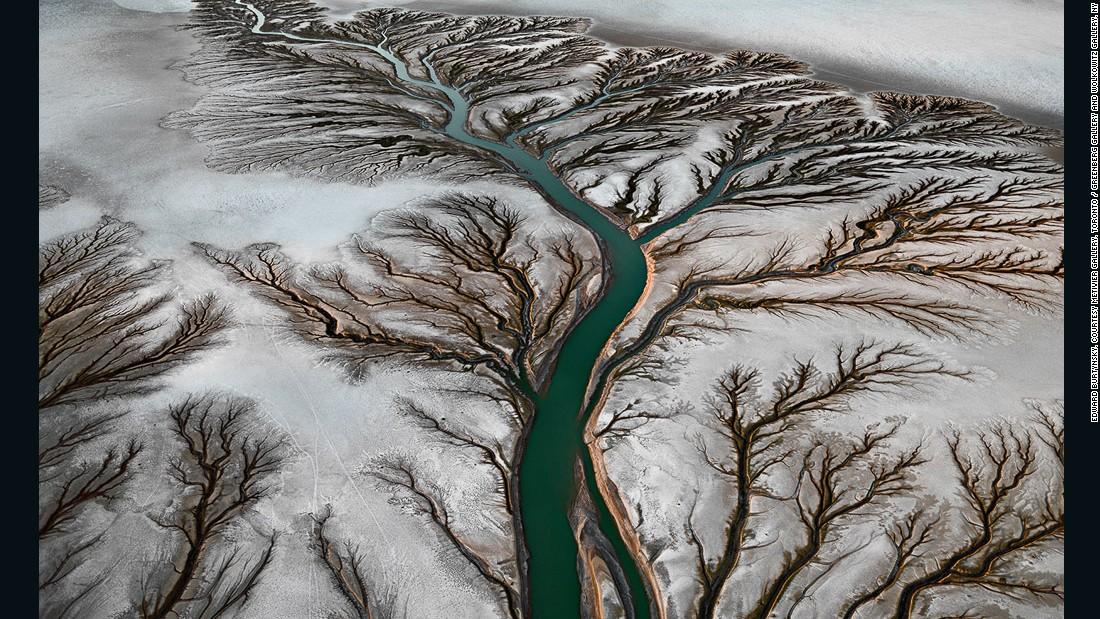 Photographer edward burtynsky on 39 water 39 and the future of 3d for Edward burtynsky