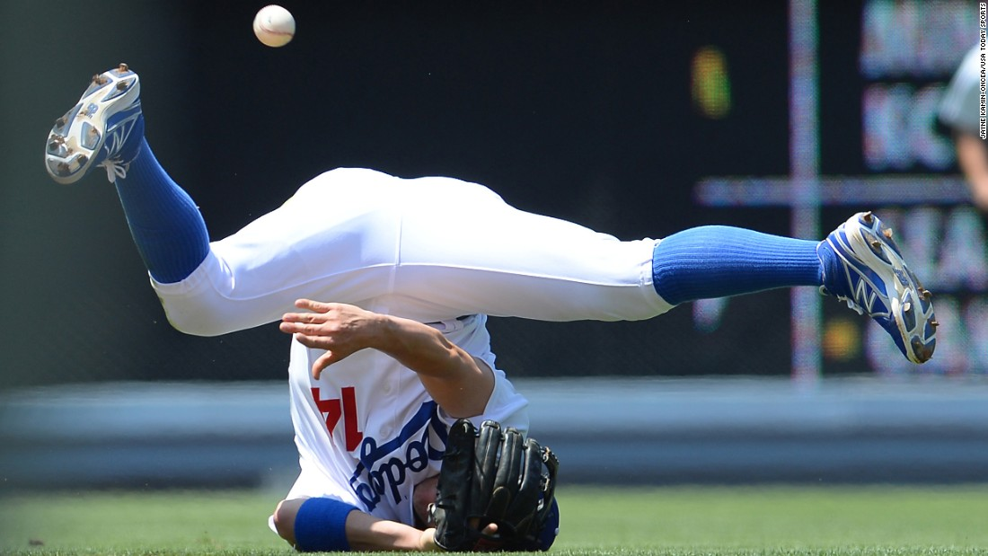 Los Angeles Dodgers shortstop Enrique Hernandez can't collect a ground ball during a home game against the New York Mets on Sunday, July 5.
