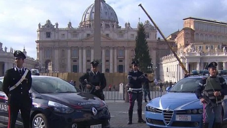 ben.wedeman.italy.ramps.up.security.isis.threatens.rome.vatican.pkg_00000000.jpg