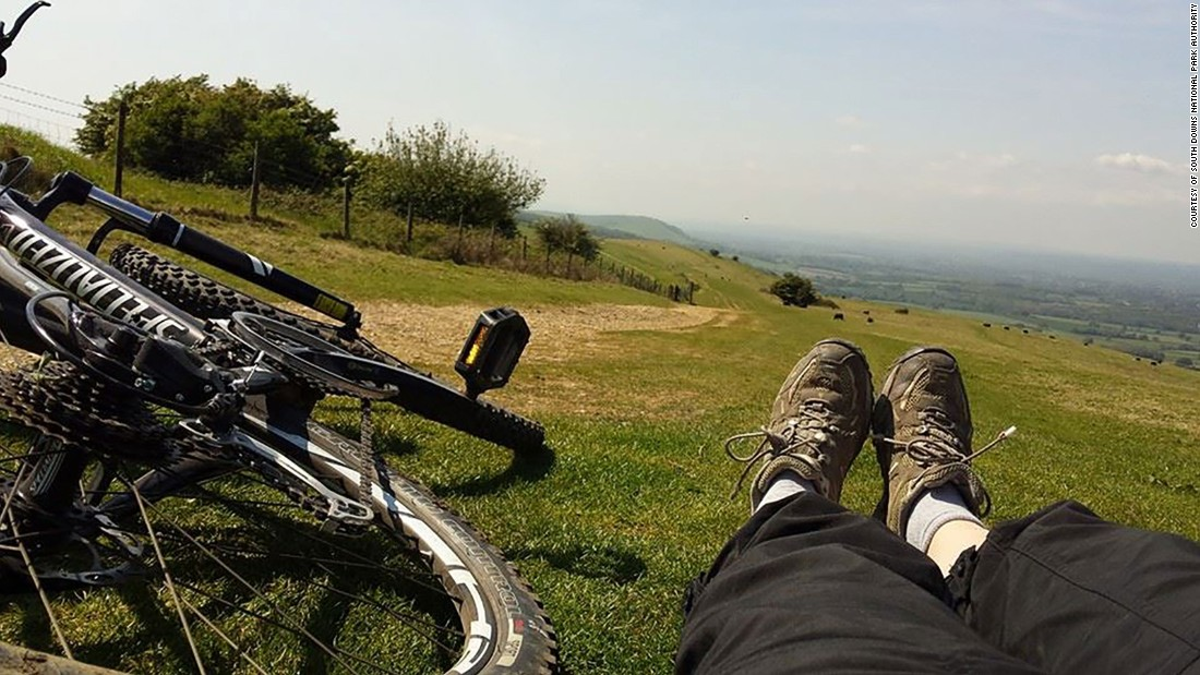 The bucolic scenery looks inviting, but this 99-mile trek across the rolling English countryside is deceptively tricky, not least because of the countryside pubs that tempt riders from the track.