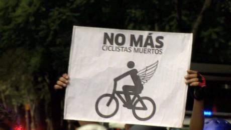cnnee pkg bikers death mexico city _00021413