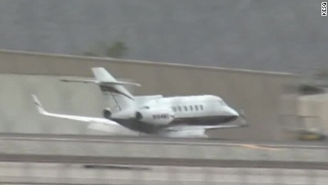 plane emergency belly landing raw_00001307.jpg