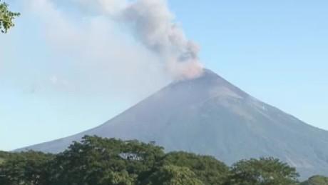 cnnee pkg lugo nicaragua volcano momotombo _00000628