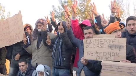 migrants blocked at macedonian border shubert pkg_00000511
