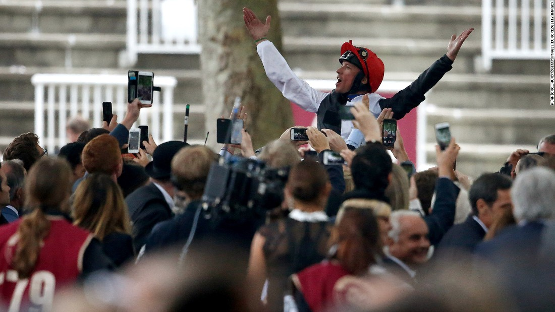 It was Dettori's fourth victory at Europe's richest flat race.