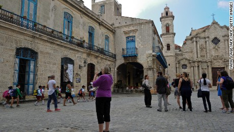 Crowds of foreign tourists walk around on Old Havana.
