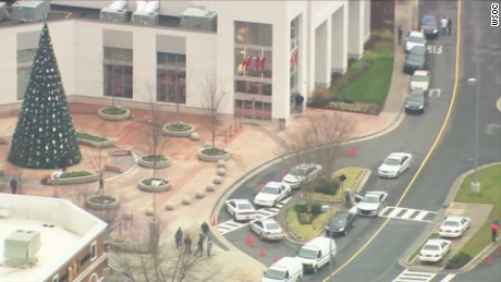 Charlotte mall shooting Blackwell live nr_00000412.jpg