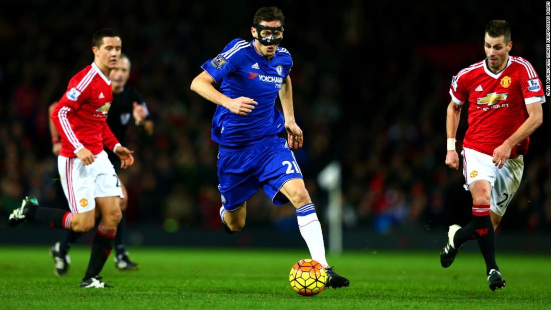 Chelsea sắp với tới chiến thắng khi trong tay Hiddink