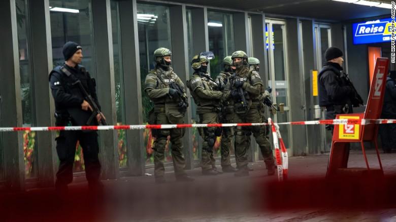 2 railway stations evacuated in Munich