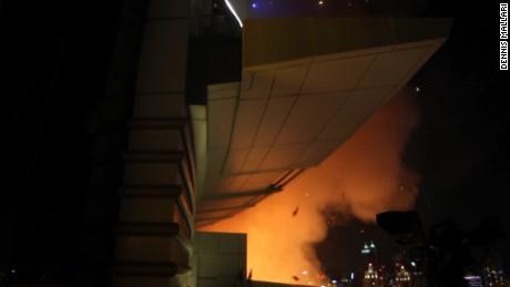 dubai uae escaping hotel fire jensen pkg_00011002