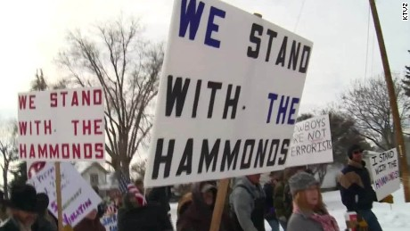 Armed protesters rally to support Oregon ranchers