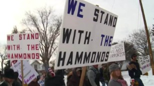 Protesters rally to support Oregon ranchers