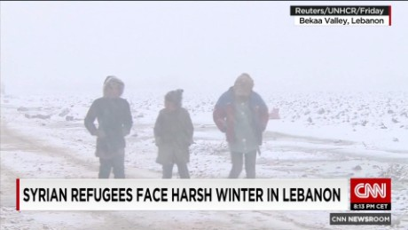 exp Syrian refugees face harsh winter in Lebanon_00002001