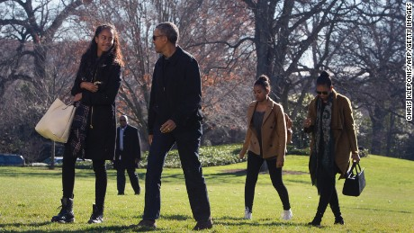 US president Barack Obama, daughters Malia(L) and Sasha(2nd R) and First Lady Michelle Obama return to The White House in Washington DC, January 3, 2016 after vacationing in Hawaii.