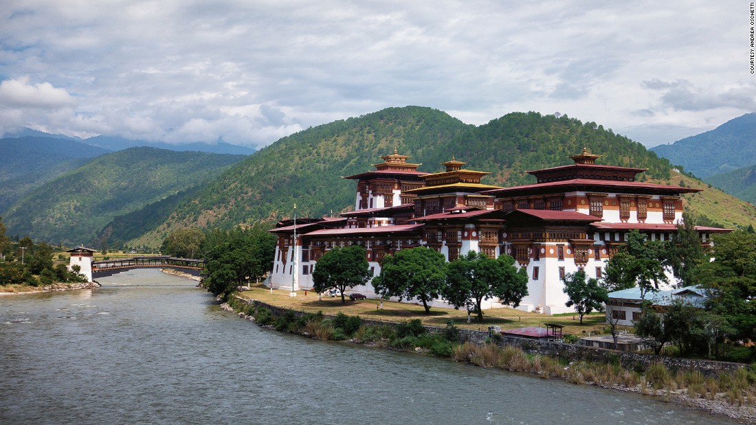 Strategically located at the confluence of the Mo and Pho rivers to protect Bhutan from Tibetan invasions, Punakha Dzong is the country's greatest fortress.