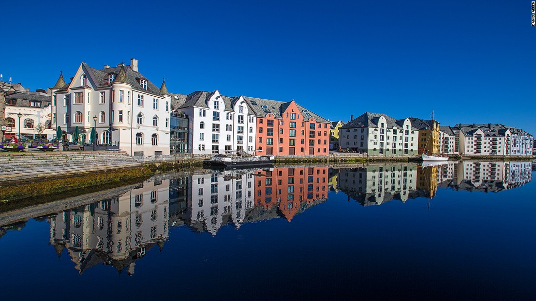 After fire swept through Alesund in 1904, stone replaced wood as the entire town was rebuilt in just three years in Art Nouveau style. Today architectural enthusiasts can marvel at a whimsical blend of German Jugendstil and Scandinavian mythology sitting among the fjords. <br />