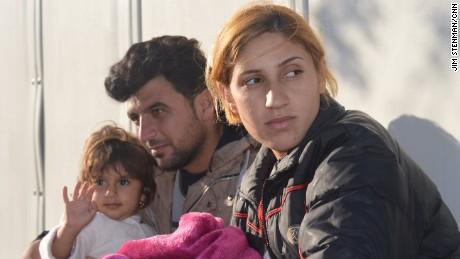 refugees yazidi father jsten orig_00012121.jpg