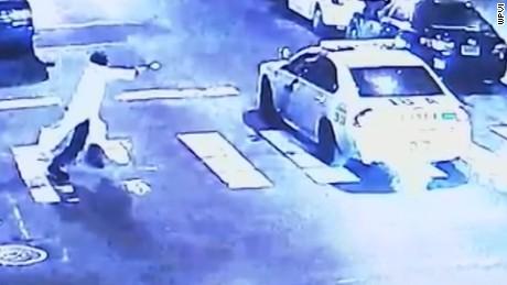 Video suspect shoot officer Philadelphia_00000000