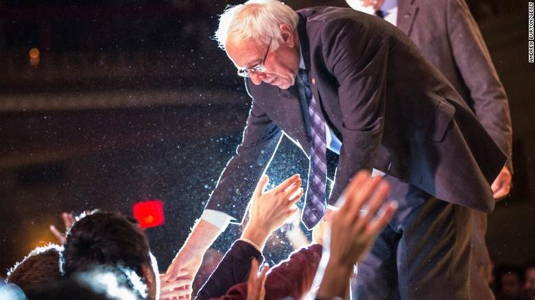 Bernie Sanders closing in on Hillary Clinton in Iowa