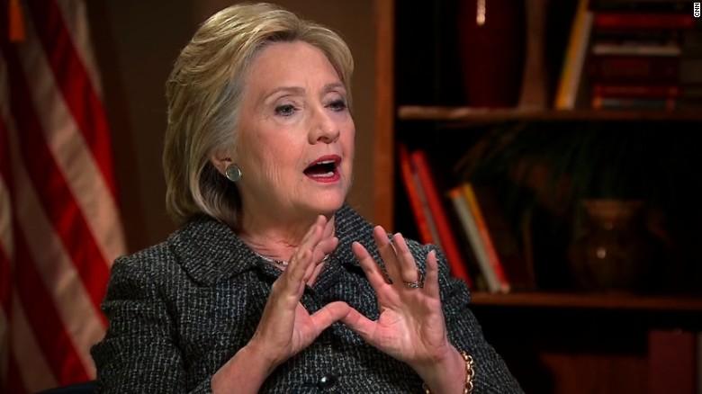 Hillary Clinton diputes Bernie Sanders' lead in Iowa