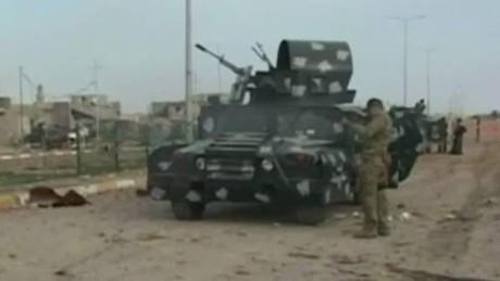 iraqi civilians caught in fight against isis karadsheh _00015228.jpg